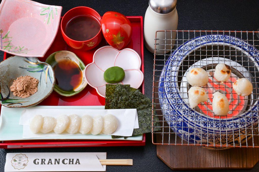 四種の味で食べる焼きもち(10月から3月までの季節限定です)