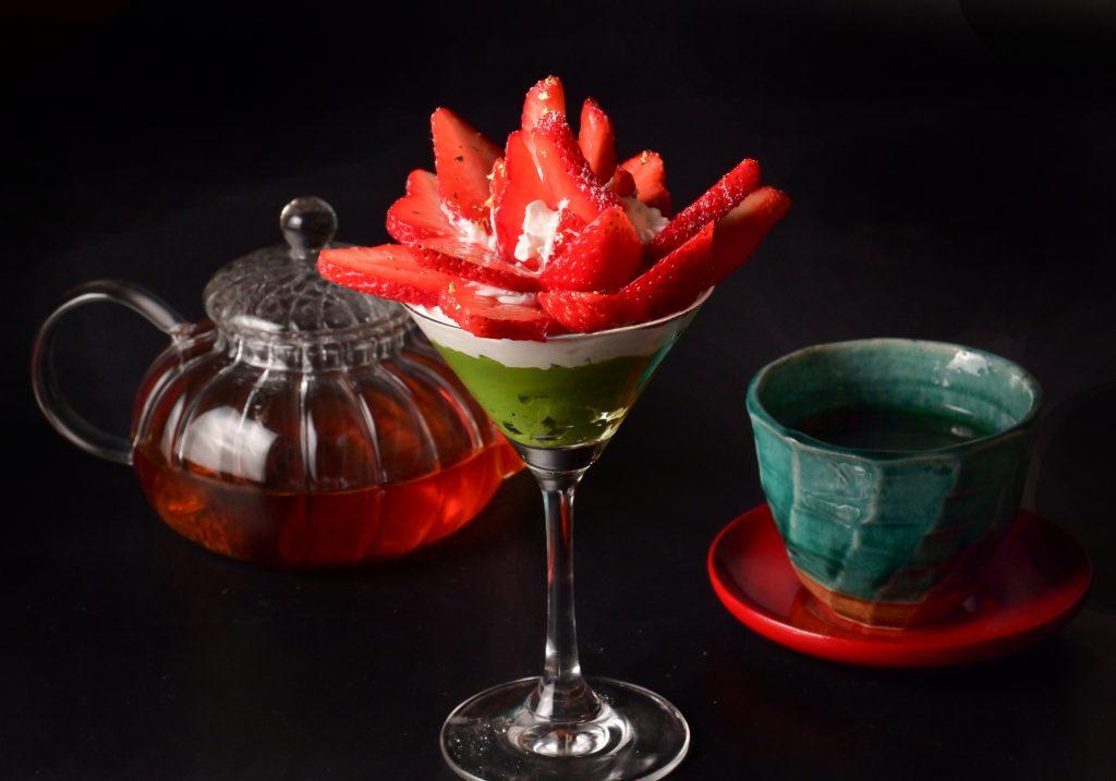 【季節のスイーツ】いちごの抹茶プリンパフェとドリンクのセット